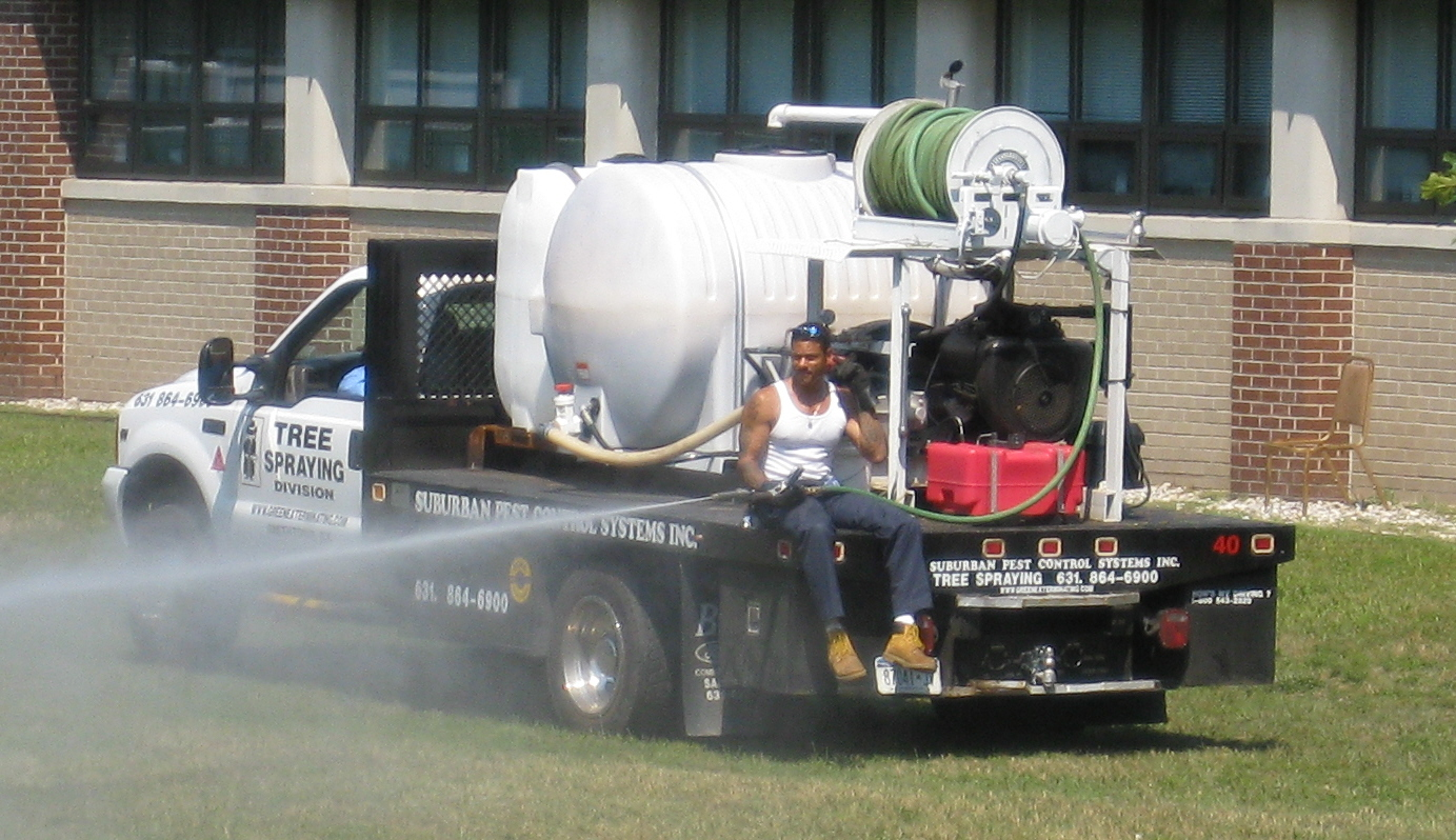 pest control spraying